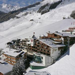austrian alps skiing homes